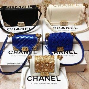 En busca de bolsos con Glamour