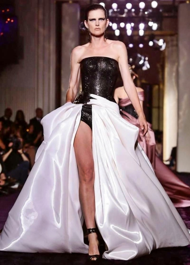 ATELLIER VERSACE  Fall Winter 2014  Haute Couture. (2)